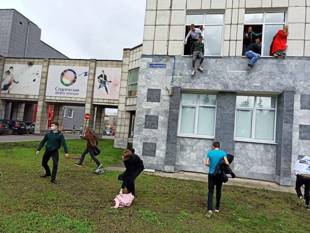 Students jump out of the window of the State National Research University in Perm, Russia during a rampage on September 20, 2021. A student opened fire on a university campus in central Russia on September 20, 2021 killing six people, investigators said, in the second mass shooting at an education facility this year. The Investigative Committee, which probes major crimes, said several people were injured in the attack at Perm State National Research University and that the suspect, a student at the university, had been wounded while being detained. (Photo by Alexey Romanov/Imago)