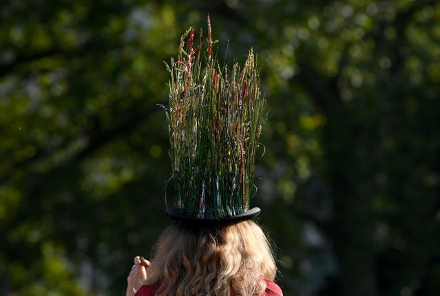 An environmental campaigner takes part in a march and delivery of a petition to Buckingham Palace, demanding that the British royal family rewild their land, ahead of the COP26 climate summit due to take place in November, in London, Britain, October 9, 2021. (Photo by Toby Melville/Reuters)