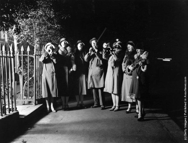 1927: Christmas carol singers in a London suburb