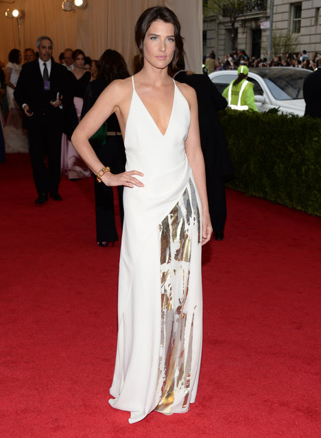 "Cobie Smulders attends The Metropolitan Museum of Art's Costume Institute benefit gala celebrating ""Charles James: Beyond Fashion"" on Monday, May 5, 2014, in New York. (Photo by Evan Agostini/Invision/AP Photo)"