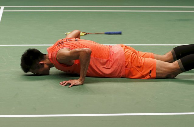 China's Chen Long kisses the court after beating Malaysia's Lee Chong Wei during their men's singles finals badminton match at the BWF World Championships in Jakarta, August 16, 2015. (Photo by Reuters/Beawiharta)