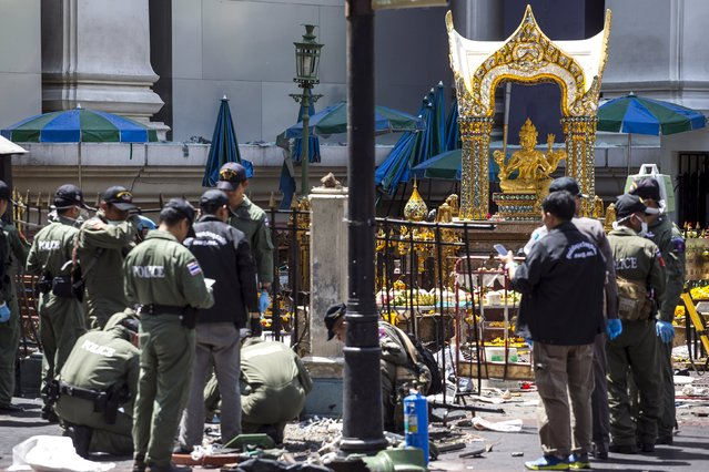 Experts investigate the Erawan shrine at the site of a deadly blast in central Bangkok, Thailand, August 18, 2015. (Photo by Athit Perawongmetha/Reuters)