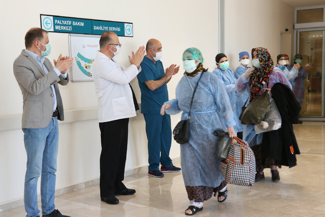 5 coronavirus patients, who recovered after new type of coronavirus (Covid-19) treatment are being discharged from the hospital and being sent to their houses accompanied by applauds of doctors and nurses, at Beysehir district in Turkey's Konya on April 14, 2020. (Photo by Abdulhamit Yasar/Anadolu Agency via Getty Images)