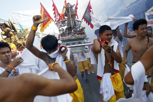 Devotees of Ban Tha Rua Chinese shrine carry a statue during a procession celebrating the annual vegetarian festival in Phuket September 28, 2014. (Photo by Damir Sagolj/Reuters)