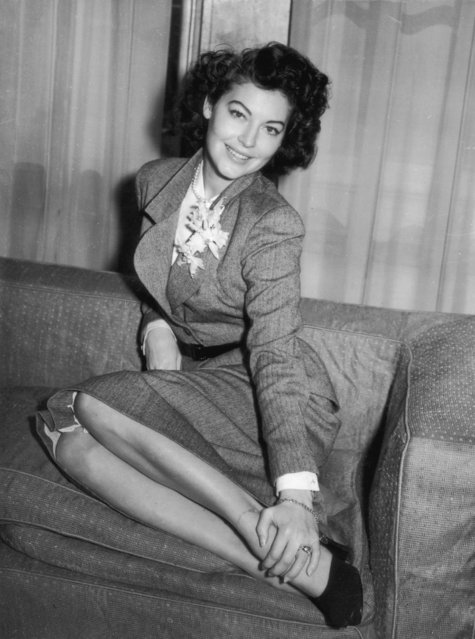 American film actress Ava Gardner (1922 - 1990) resting at a London Hotel, 27th March 1950. (Photo by Ron Burton/Keystone/Getty Images)