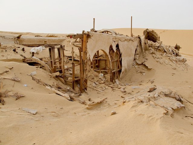 """No More Stars"": Abandoned Stars Wars Sets in the Desert by Rä di Martino"