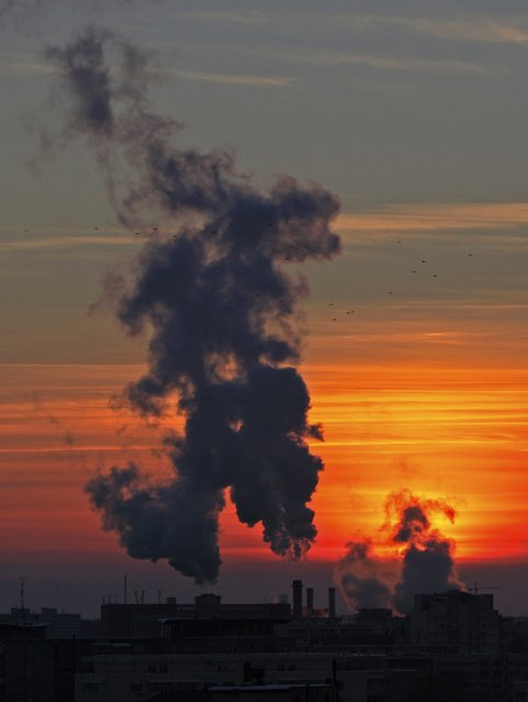 Steam from one of the city's heating power plants rises in the cold air as the sun sets at dusk in Bucharest January 7, 2015. The National Weather Administration has issued a warning for extremely cold weather, frost and strong winds until the end of the week, according to local media. (Photo by Radu Sigheti/Reuters)