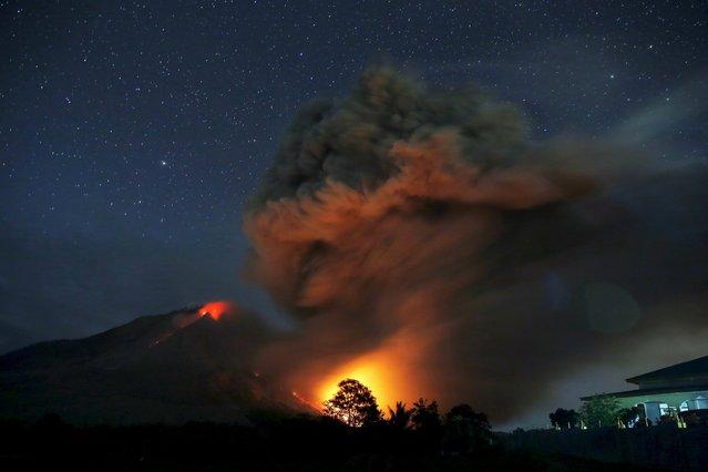Hot lava flows from Mount Sinabung volcano during eruption as seen from Tiga Serangkai village in Karo Regency, North Sumatra province, Indonesia June 25, 2015. (Photo by Reuters/Beawiharta)