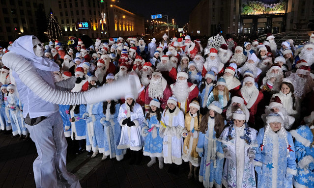 Belarus dressed as Fathers Frost and Snow Maidens march along a street during a traditional Christmas parade in Minsk on December 24, 2016. (Photo by Maxim Malinovsky/AFP Photo)