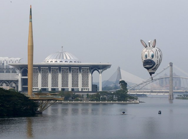 A balloon flies near the Tuanku Mizan Zainal Abidin mosque during the Hot Air Balloon festival in Putrajaya, Malaysia, March 11, 2016. (Photo by Olivia Harris/Reuters)