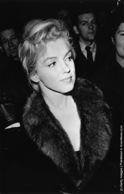 1958: American actress Marilyn Monroe (1926  - 1962) attending a debate at the Royal Court Theatre, London, where her husband Arthur Miller is speaking