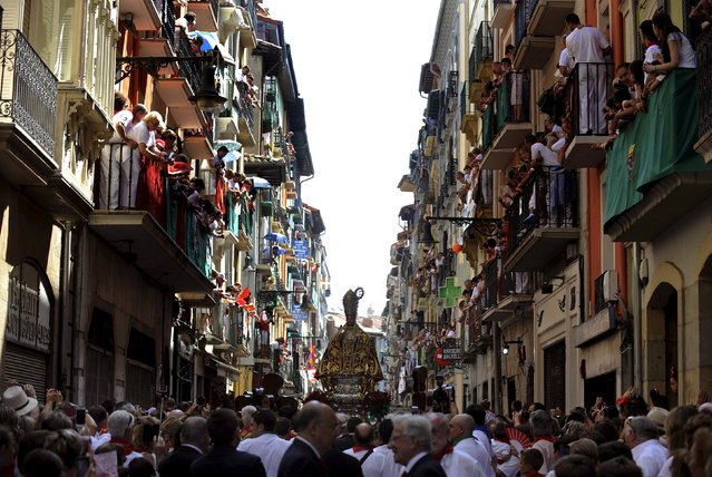 The statue of San Fermin is carried through the streets during a procession in honour of the saint at the San Fermin Festival in Pamplona, northern Spain, July 7, 2015. (Photo by Eloy Alonso/Reuters)