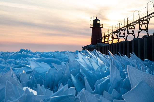 Shards of ice pile up on Lake Michigan along the South Haven Pier in South Haven, Mich., on Tuesday, March 19, 2019. (Photo by Joel Bissell/Kalamazoo Gazette via AP Photo)