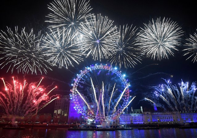Fireworks explode around the London Eye wheel during New Year celebrations in central London, Britain on January 1, 2020. (Photo by Toby Melville/Reuters)