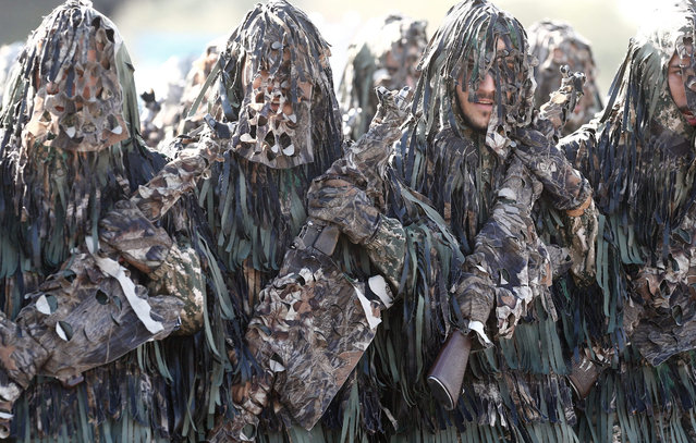 Camouflaged Iranian Army soldiers march during the annual military parade marking the begging of the 1980 war with Iraq, in Tehran, Iran, 22 September 2015. Iran is marking the start of the eight-year-long war with Iraq (1980-1988). (Photo by Abedin Taherkenareh/EPA)