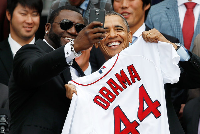 "Boston Red Sox designated hitter David Ortiz (L) poses for a ""selfie"" with U.S. President Barack Obama during a ceremony on the South Lawn of the White House to honor the 2013 World Series Champion Boston Red Sox April 1, 2014 in Washington, DC. (Photo by Win McNamee/Getty Images)"