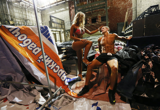 """Participants talk as they prepare backstage before the 5th """"Strongo Cup"""" open amateur bodybuilding tournament at the State Opera and Ballet Theatre in Russia's Siberian city of Krasnoyarsk, November 1, 2014. (Photo by Ilya Naymushin/Reuters)"""