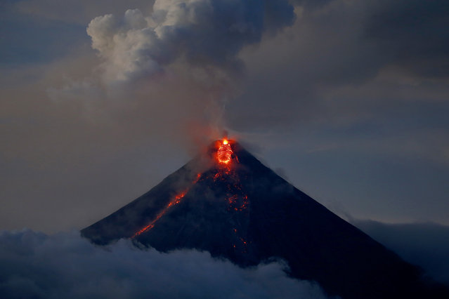 The Mayon volcano continues to erupt Thursday, January 25, 2018, in Albay province roughly 340 kilometers (200 miles) southeast of Manila, Philippines. (Photo by Bullit Marquez/AP Photo)