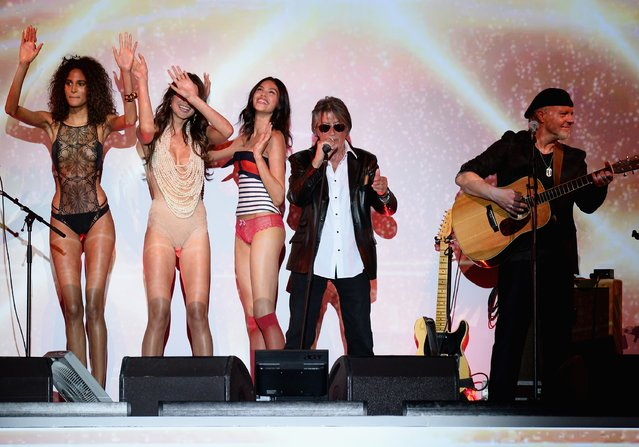 Jacques Dutronc performs during the Etam show as part of the Paris Fashion Week Womenswear Spring/Summer 2017 on September 27, 2016 in Paris, France. (Photo by Francois Durand/Getty Images)