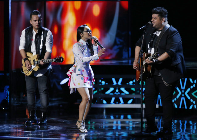 """Matisse perform """"Si Fuera Facil"""" during the Latin Recording Academy Person of the Year gala honoring Brazilian singer Roberto Carlos in Las Vegas, Nevada November 18, 2015. (Photo by Mario Anzuoni/Reuters)"""