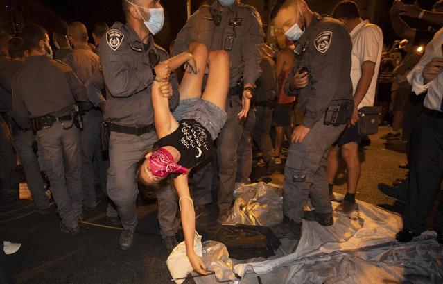 Israeli police officers detain a protester during a demonstration against Israeli Prime Minister Benjamin Netanyahu near the Prime Minister's residence in Jerusalem, Sunday, September 20, 2020. (Photo by Sebastian Scheiner/AP Photo)