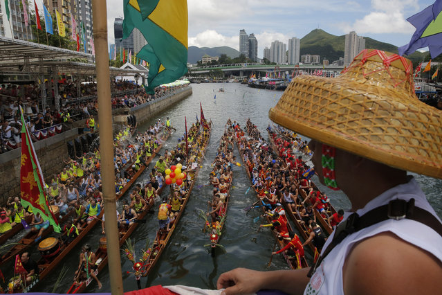 Participants splash water from their dragon boat as part of celebrations marking the Chinese Dragon Boat Festival, held throughout Hong Kong, Friday, June 7, 2019. Dragon boat races are in remembrance of Chu Yuan, an ancient Chinese scholar-statesman, who drowned in 277 B.C. while denouncing government corruption. (Photo by Kin Cheung/AP Photo)