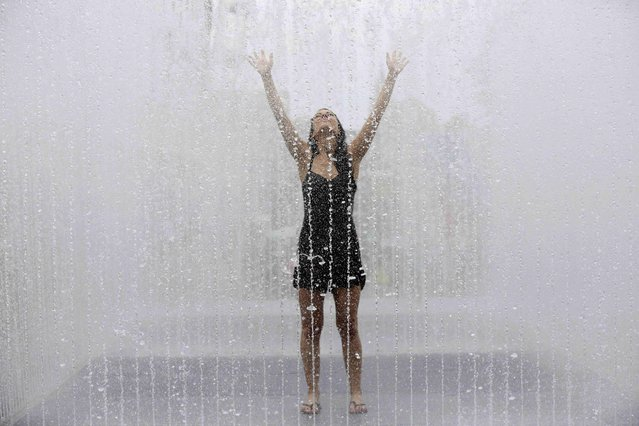 Maria Romana from Spain poses for photographers as she cools off in a fountain on a hot Summer day in London, Britain July 1, 2015. (Photo by Paul Hackett/Reuters)