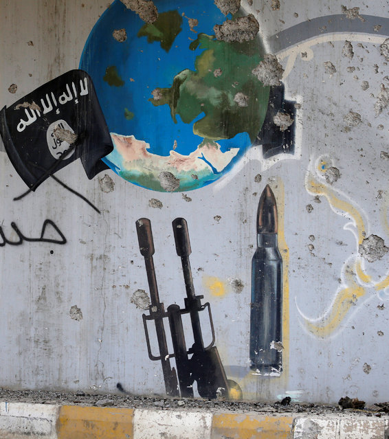 A wall painted by Islamic State militants is seen in Falluja, Iraq, June 26, 2016. (Photo by Thaier Al-Sudani/Reuters)