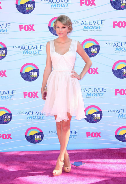 Singer Taylor Swift arrives at the 2012 Teen Choice Awards at Gibson Amphitheatre on July 22, 2012 in Universal City, California. (Photo by Jeffrey Mayer)