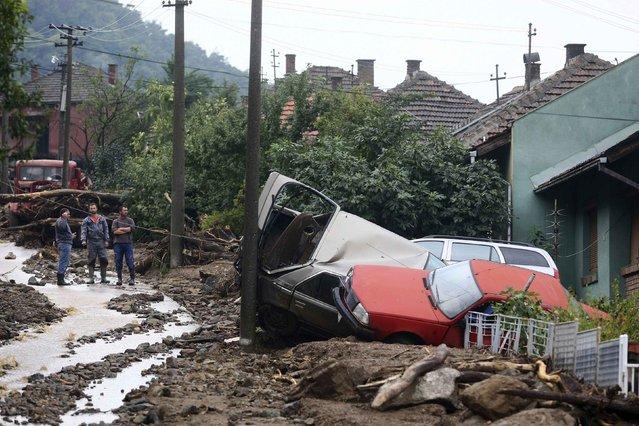 People inspect the damage produced by heavy floods in Tekija village September 17, 2014. (Photo by Djordje Kojadinovic/Reuters)