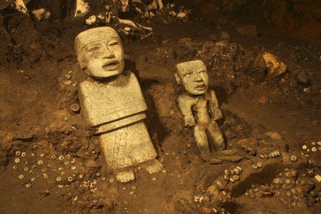 Stone figurines are seen in a tunnel that may lead to a royal tombs discovered at the ancient city of Teotihuacan, in this November 19, 2013 National Institute of Anthropology and History (INAH) handout picture made available to Reuters October 29, 2014. (Photo by Reuters/INAH)
