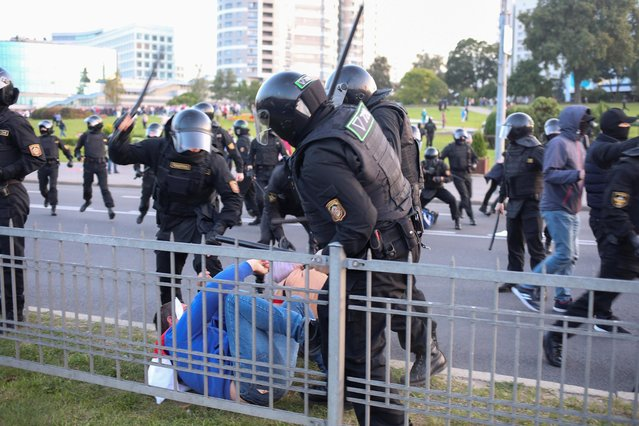 Belarusian law enforcement officers raise batons at a man during an opposition protest against the inauguration of President Alexander Lukashenko in Minsk, Belarus on September 23, 2020. (Photo by Tut.By via Reuters)