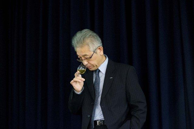 Suntory's Chief Blender Shinji Fukuyo samples whisky during a presentation of Suntory Holdings' whiskies in Tokyo November 13, 2014. (Photo by Thomas Peter/Reuters)