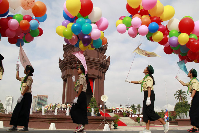 Cambodian students hold balloons during a ceremony at the Independence Monument in Phnom Penh, Cambodia, 09 November 2015. Cambodia is marking its 62nd anniversary of independence from France. (Photo by Mak Remissa/EPA)