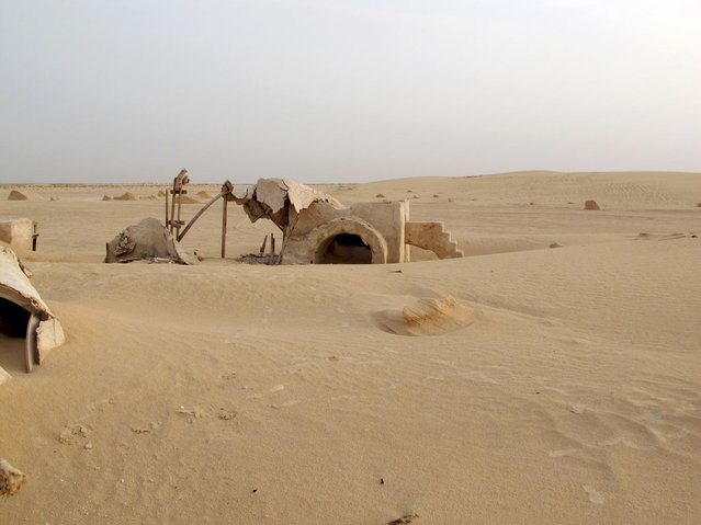 """""""No More Stars"""": Abandoned Stars Wars Sets in the Desert by Rä di Martino"""