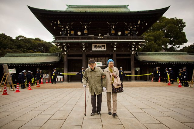 An elderly couple arrives at the Shinto Meiji Shrine to pray on the first day of the new year in Tokyo January 1, 2015. (Photo by Thomas Peter/Reuters)
