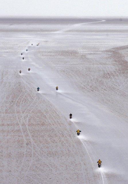 Dakar competitors riders begin the 8th stage of the Dakar Rally 2015 on the Salar de Uyuni salt flat, from Uyuni to Iquique, January 12, 2015. (Photo by Jean-Paul Pelissier/Reuters)
