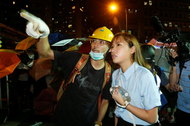 Pro-independence legislator-elect Yau Wai-ching (R) talks with a protester during a confrontation with the police outside China Liaison Office in Hong Kong, China November 6, 2016. (Photo by Bobby Yip/Reuters)