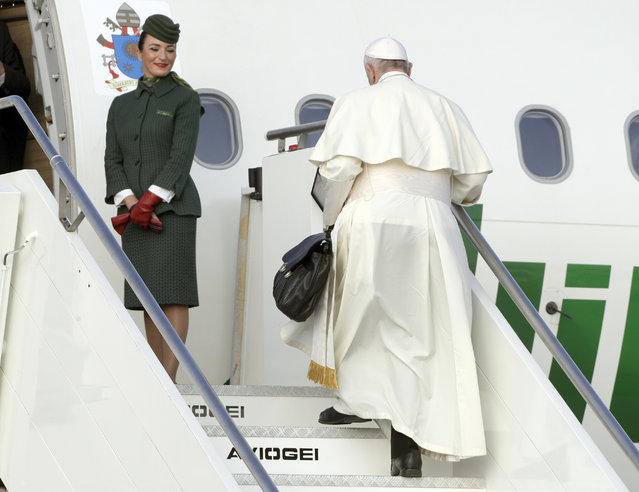 Pope Francis boards an airplane at Rome's Fiumicino international airport, Saturday, August 25, 2018. The pontiff is traveling to Ireland for a two-day visit on the occasion of the 2018 World Meeting of Families. (Photo by Andrew Medichini/AP Photo)