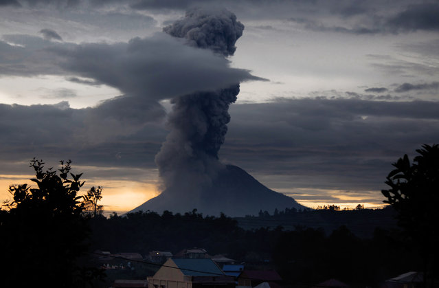 Mount Sinabung volcano spews thick volcanic ash, as seen from Brastagi, in Karo, North Sumatra province, on May 24, 2017. Sinabung roared back to life in 2010 for the first time in 400 years. After another period of inactivity, it erupted once more in 2013 and has remained highly active since. (Photo by Tibta Pangin/AFP Photo)