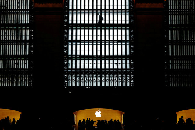 Customers walk past an Apple logo inside of an Apple store at Grand Central Station in New York, U.S., August 1, 2018. (Photo by Lucas Jackson/Reuters)