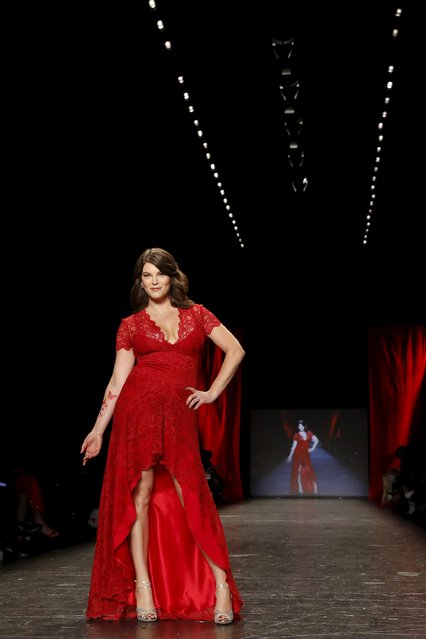 Gail Simmons presents a creation during the American Heart Association's (AHA) Go Red For Women Red Dress Collection, presented by Macy's at New York Fashion Week February 11, 2016. (Photo by Andrew Kelly/Reuters)