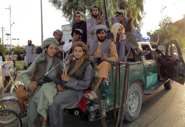 Taliban fighters patrol inside the city of Kandahar province southwest, of Afghanistan, Sunday, August 15, 2021. (Photo by Sidiqullah Khan/AP Photo)