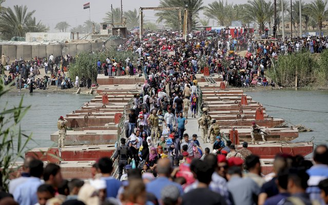 Displaced Sunni people, who fled the violence in the city of Ramadi, arrive at the outskirts of Baghdad, April 17, 2015. Iraqi security forces fought Islamic State militants at the gates of the western city of Ramadi on Friday, and local authorities warned it was in danger of falling unless reinforcements arrived soon. (Photo by Reuters/Stringer)