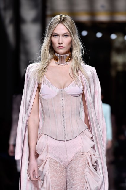 Karlie Kloss walks the runway during the Balmain show as part of the Paris Fashion Week Womenswear Fall/Winter 2016/2017 on March 3, 2016 in Paris, France. (Photo by Pascal Le Segretain/Getty Images)