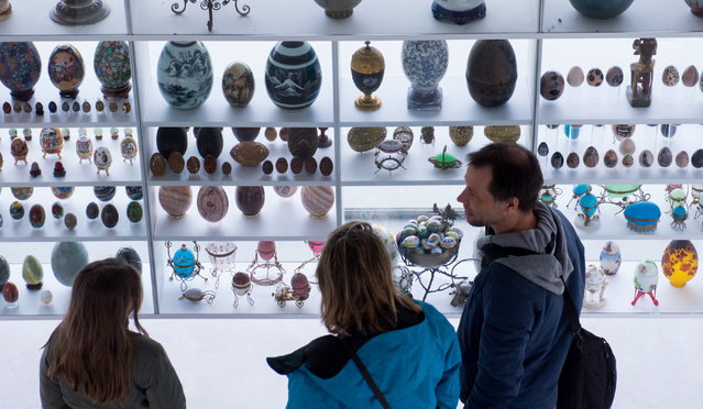 People look at decorated eggs at the egg museum in Winden am See, Austria, March 25, 2016. The collection of Austrian artist Wander Bertoni contains about 4000 eggs. (Photo by Christian Bruna/EPA)