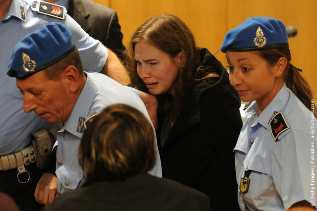 Amanda Knox breaks down in tears after hearing the verdict that overturns her conviction and acquits her of murdering her British roommate