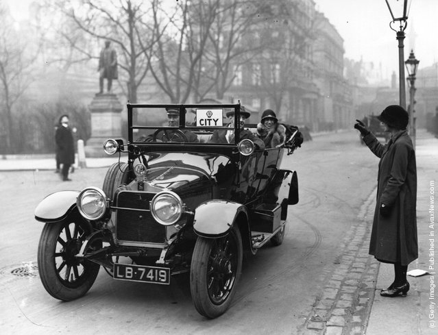 An AA motorist giving a city worker a lift during the transport strike, 1924