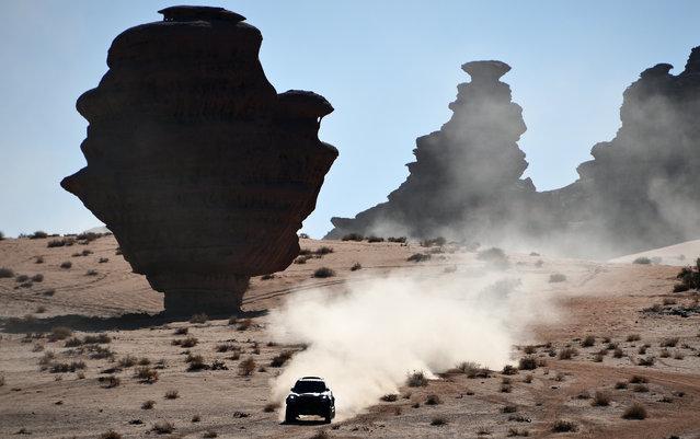 Mini's Argentinian drivers Orlando Terranova and co-driver Bernardo Grue compete during the Stage 3 of the Dakar 2020 around Neom, Saudi Arabia, on January  7, 2020. (Photo by Franck Fife/AFP Photo)