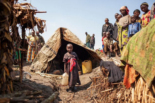 Hutus stand at the Internally Displaced Persons Camp (IDPs) in Buleusa on July 16, 2016. Tensions are high between Hutus and Kobos since the population started to return to the village after its evacuation by Rwandan Hutus Rebels (FDLR) in November 2015. (Photo by Eduardo Soteras/AFP Photo)